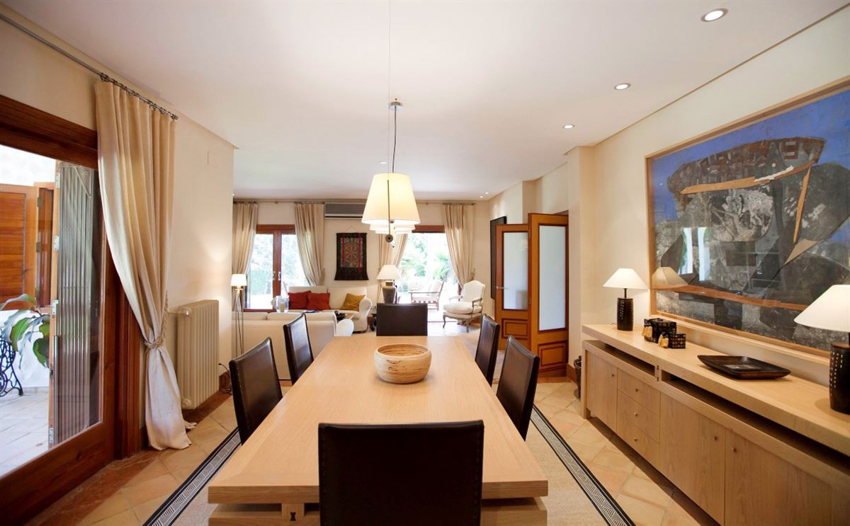 Luxury homes Stunning villa in sought after location