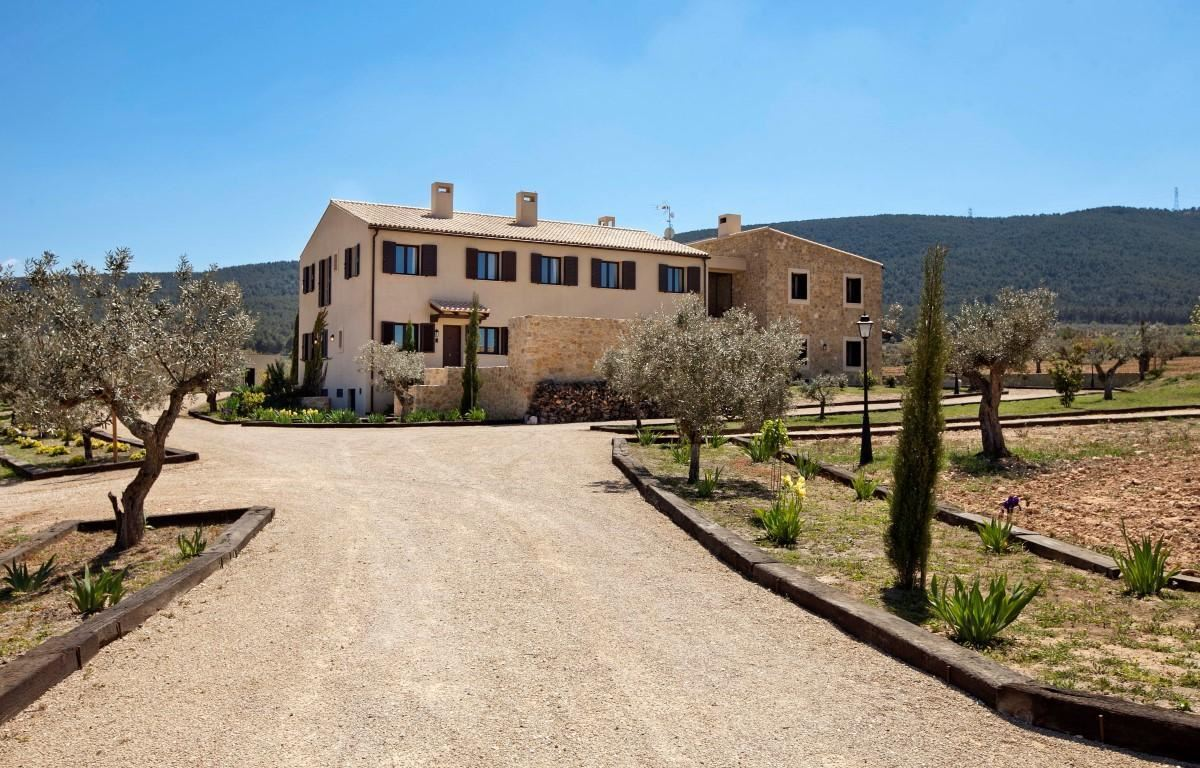 Luxury homes Spacious rustic property