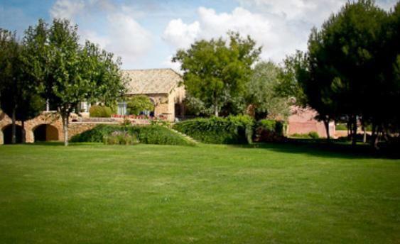 beautiful estate in Villatobas luxury homes