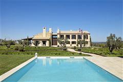 Spacious rustic property luxury properties