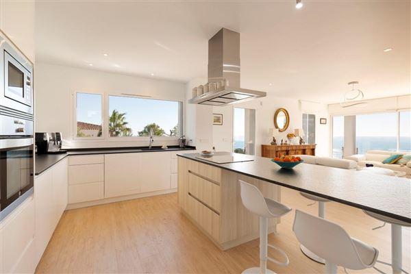 Luxury homes contemporary villa with panoramic views