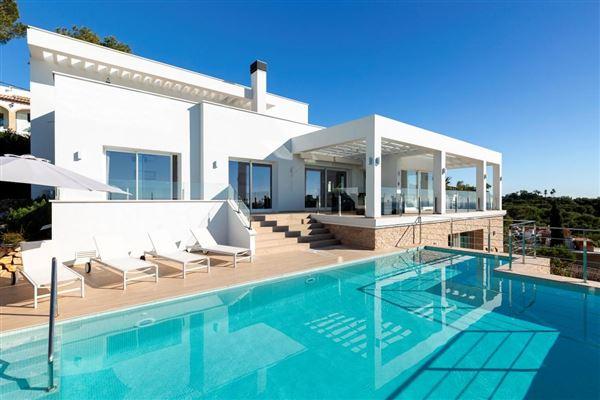 contemporary villa with panoramic views luxury homes