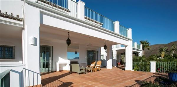 Luxury homes Privacy close to the beach