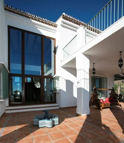 Privacy close to the beach luxury homes