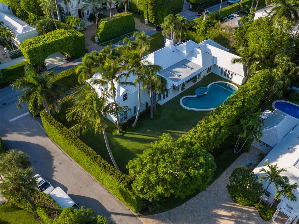 Mansions recently renovated modern bermuda style