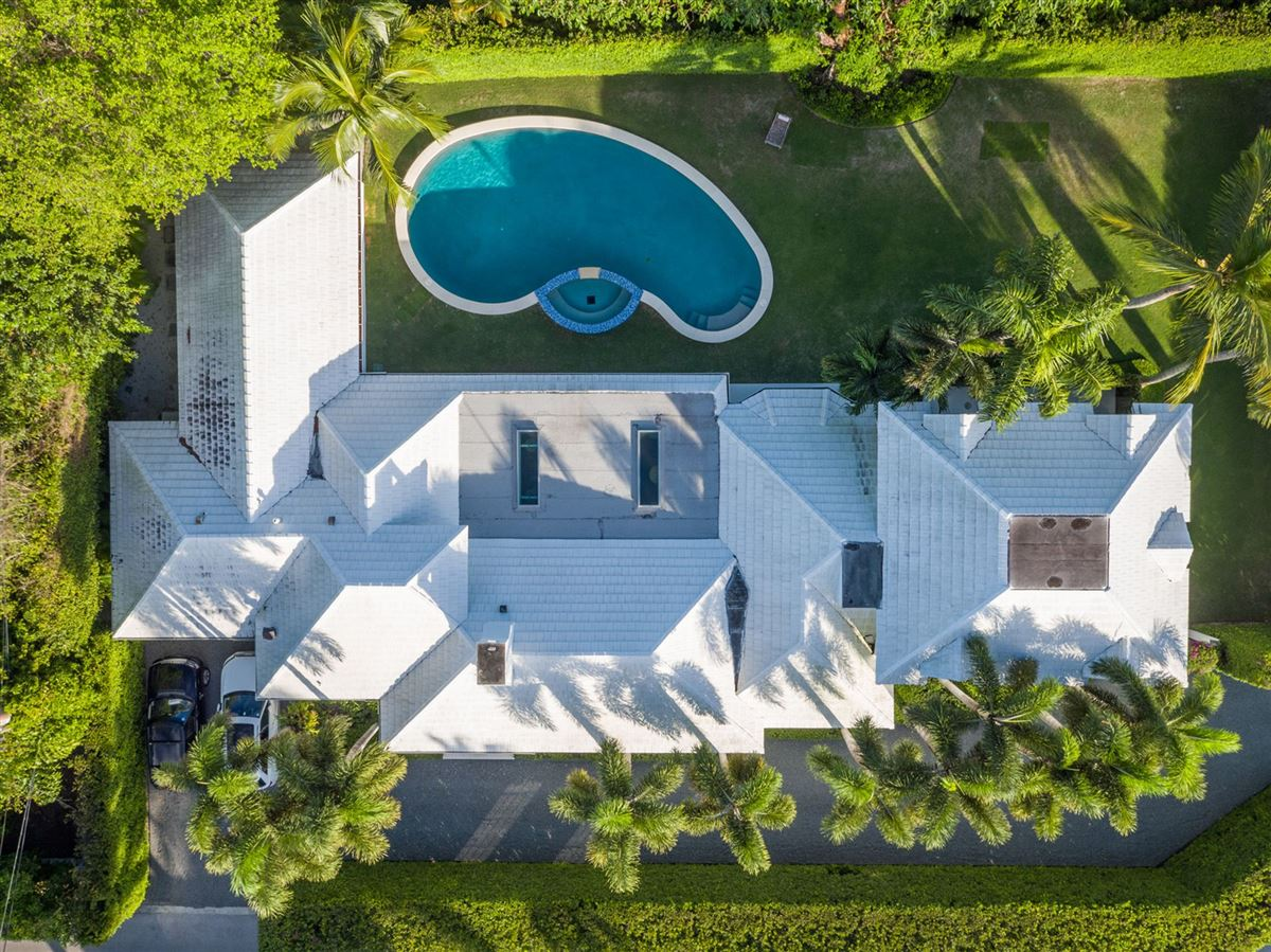 recently renovated modern bermuda style mansions