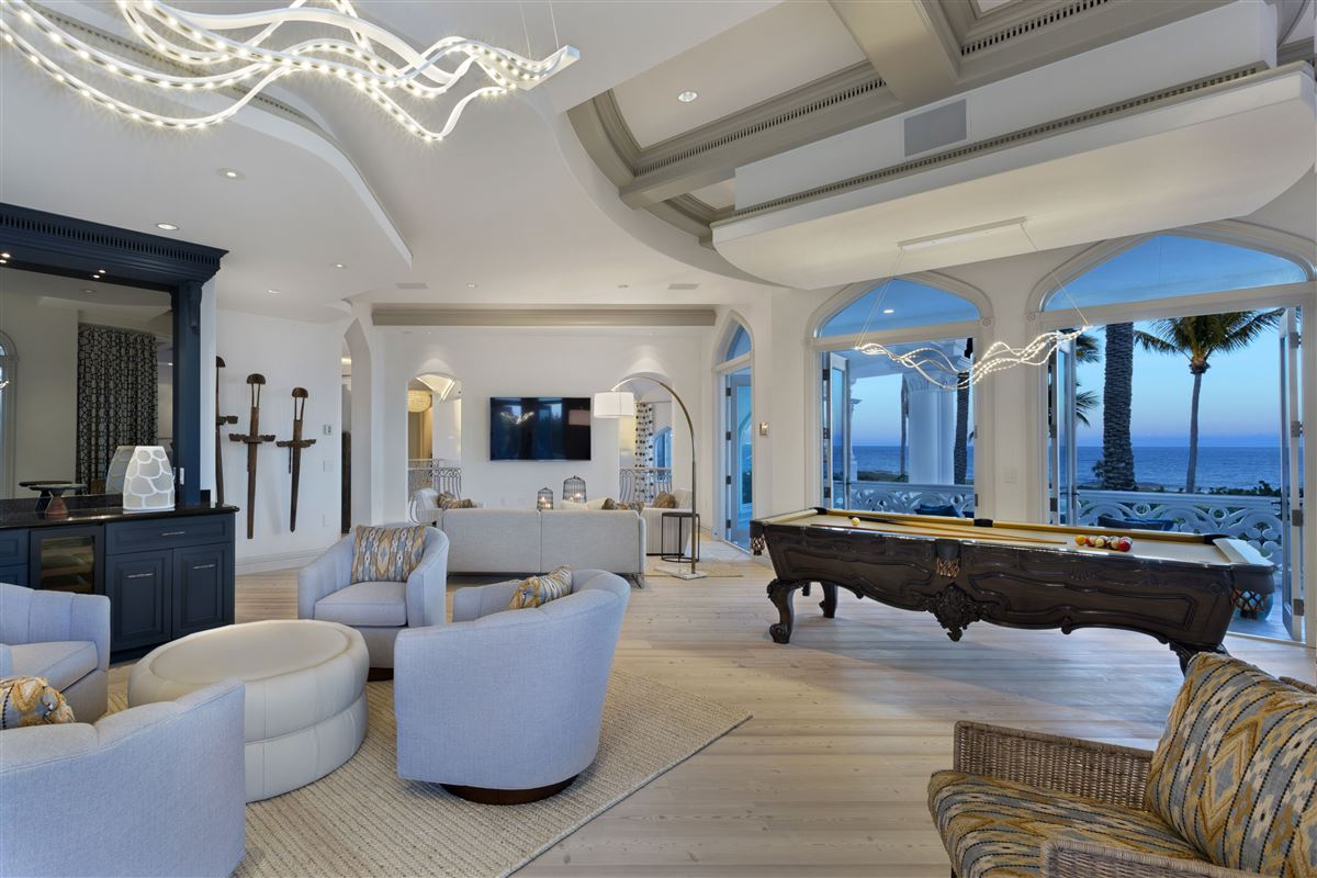 Luxury homes in majestic jewel in an oceanfront dreamscape