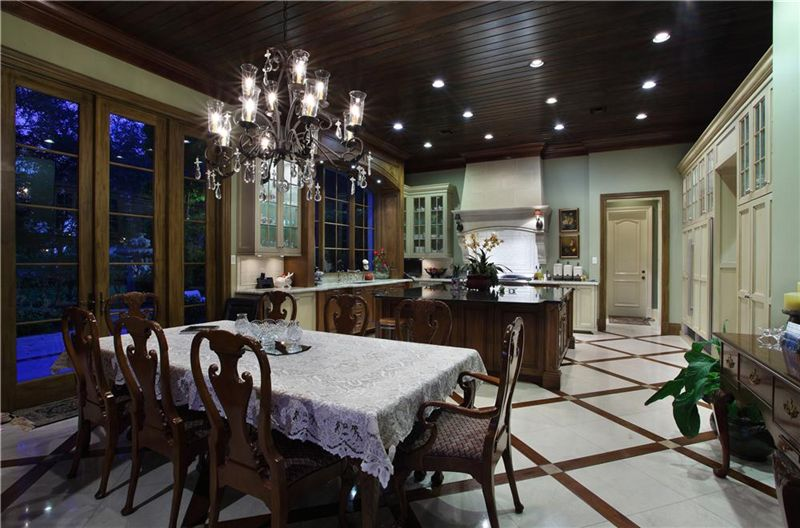 Mansions in over ten thousand square feet of luxury