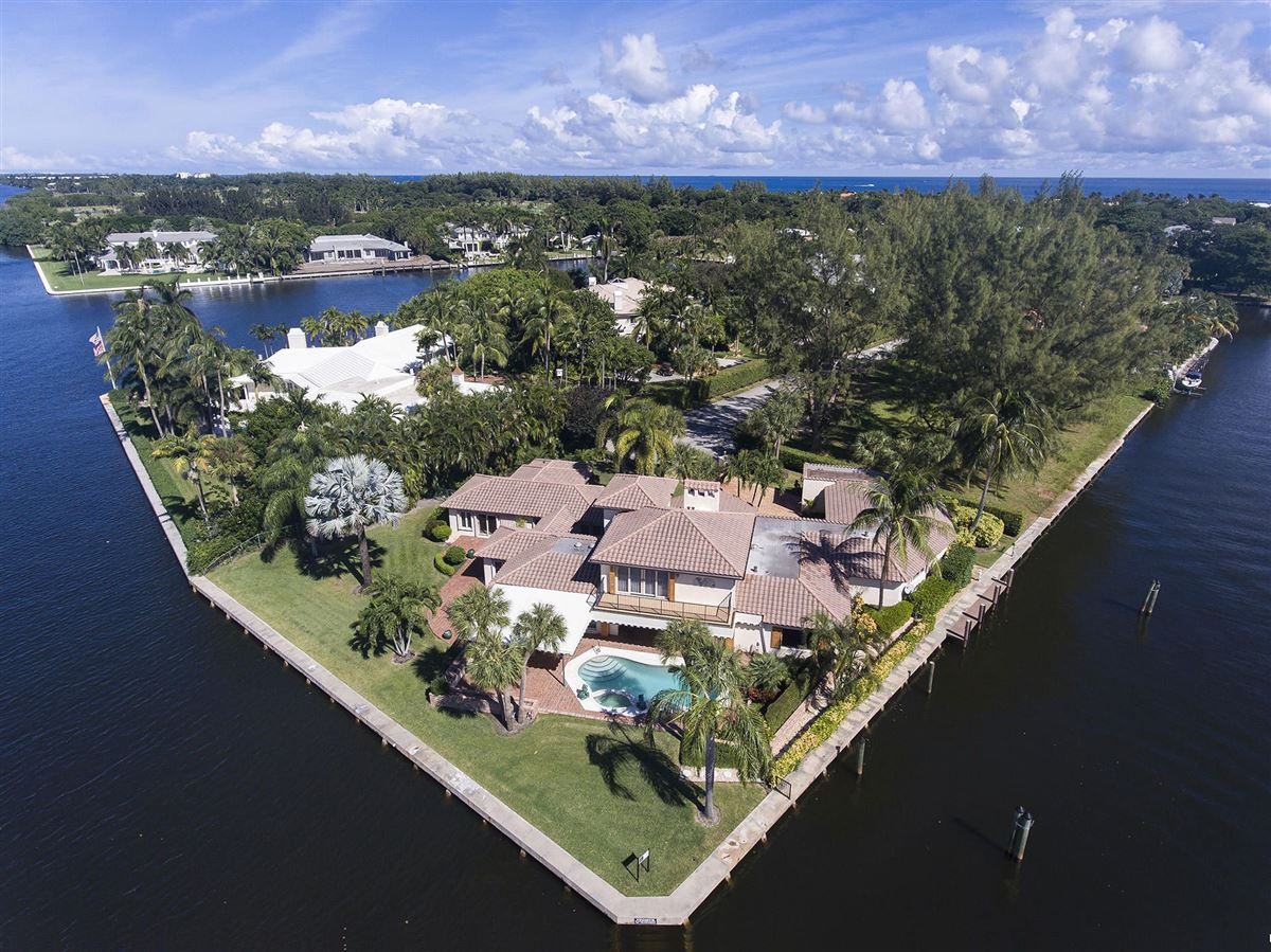 Mansions in Mediterranean Point Lot Estate in Hidden Harbour