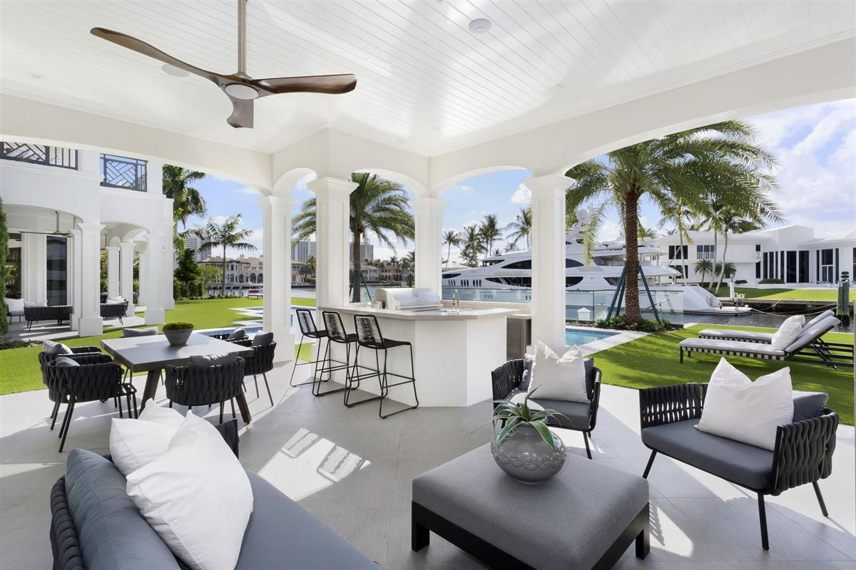 Mansions in new Royal Palm Grand Canal estate