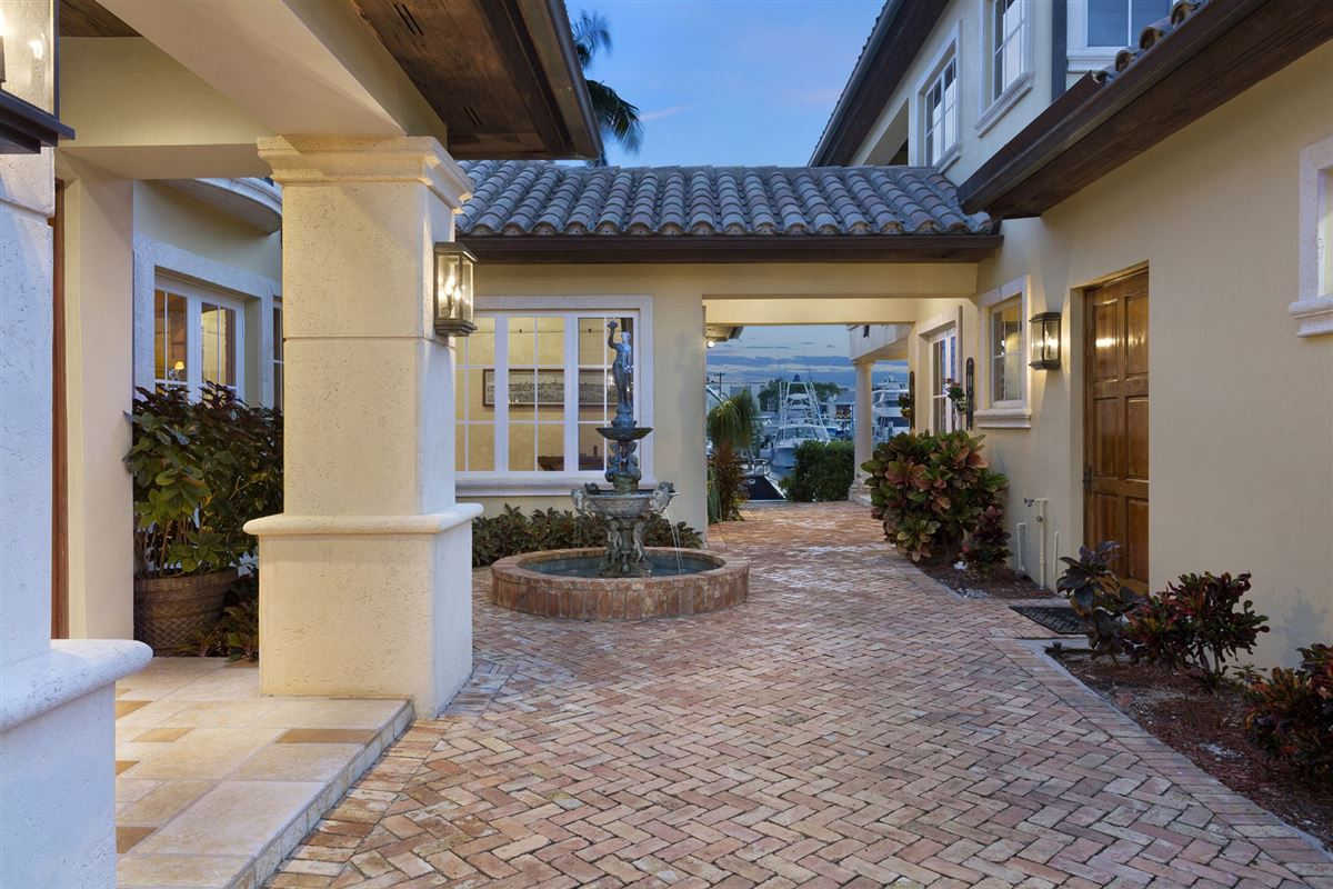 Luxury real estate Spectacular Intracoastal point lot estate