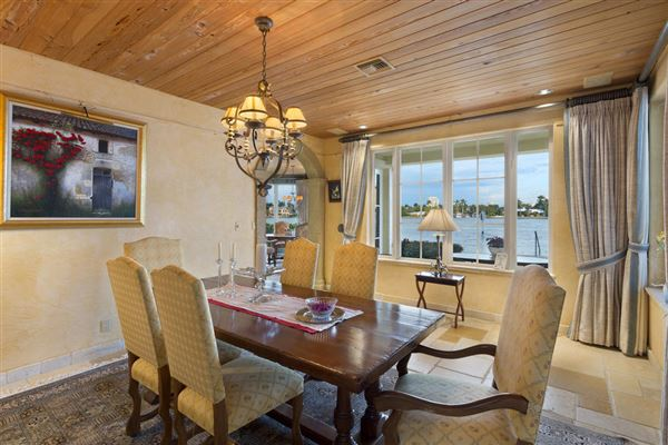 Luxury homes in Spectacular Intracoastal point lot estate