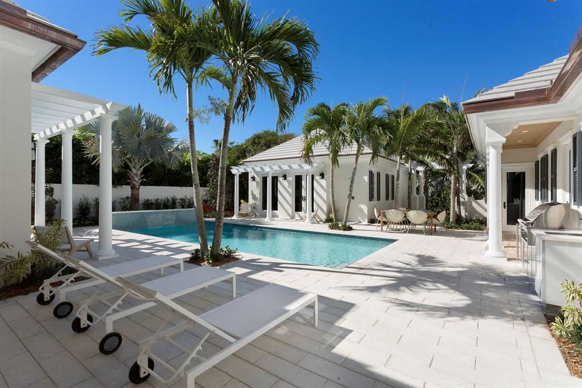 BERMUDA-INSPIRED JEWEL OFFERS A SEPARATE GUEST HOUSE | Florida