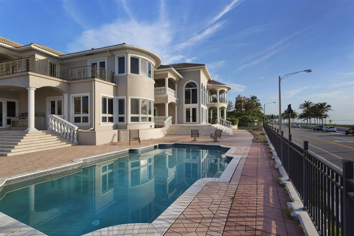 Mansions in Palatial Oceanview Estate