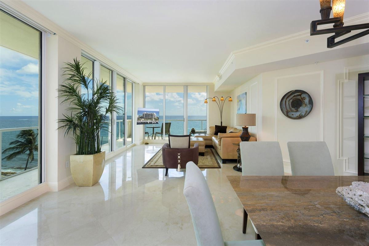 Luxury properties Spectacular wraparound corner unit