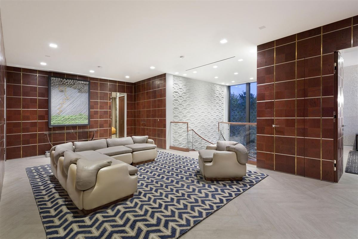 Luxury homes Museum modern Ocean to Intracoastal estate