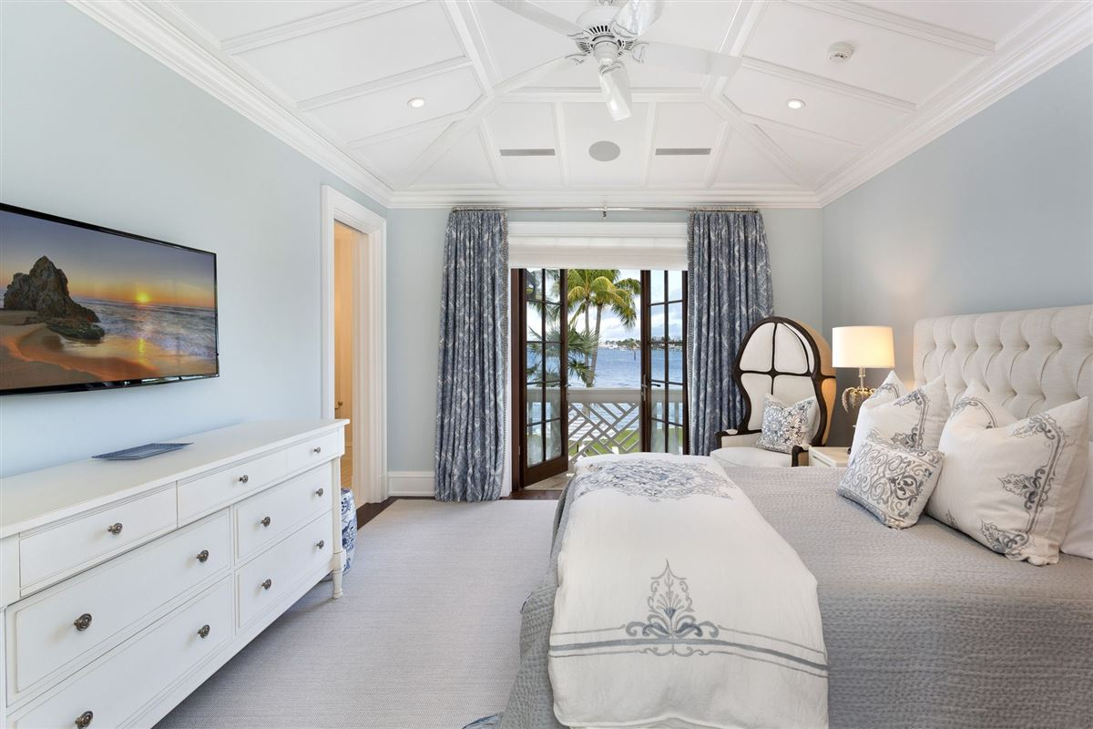 Mansions in idyllic north-end compound in palm beach