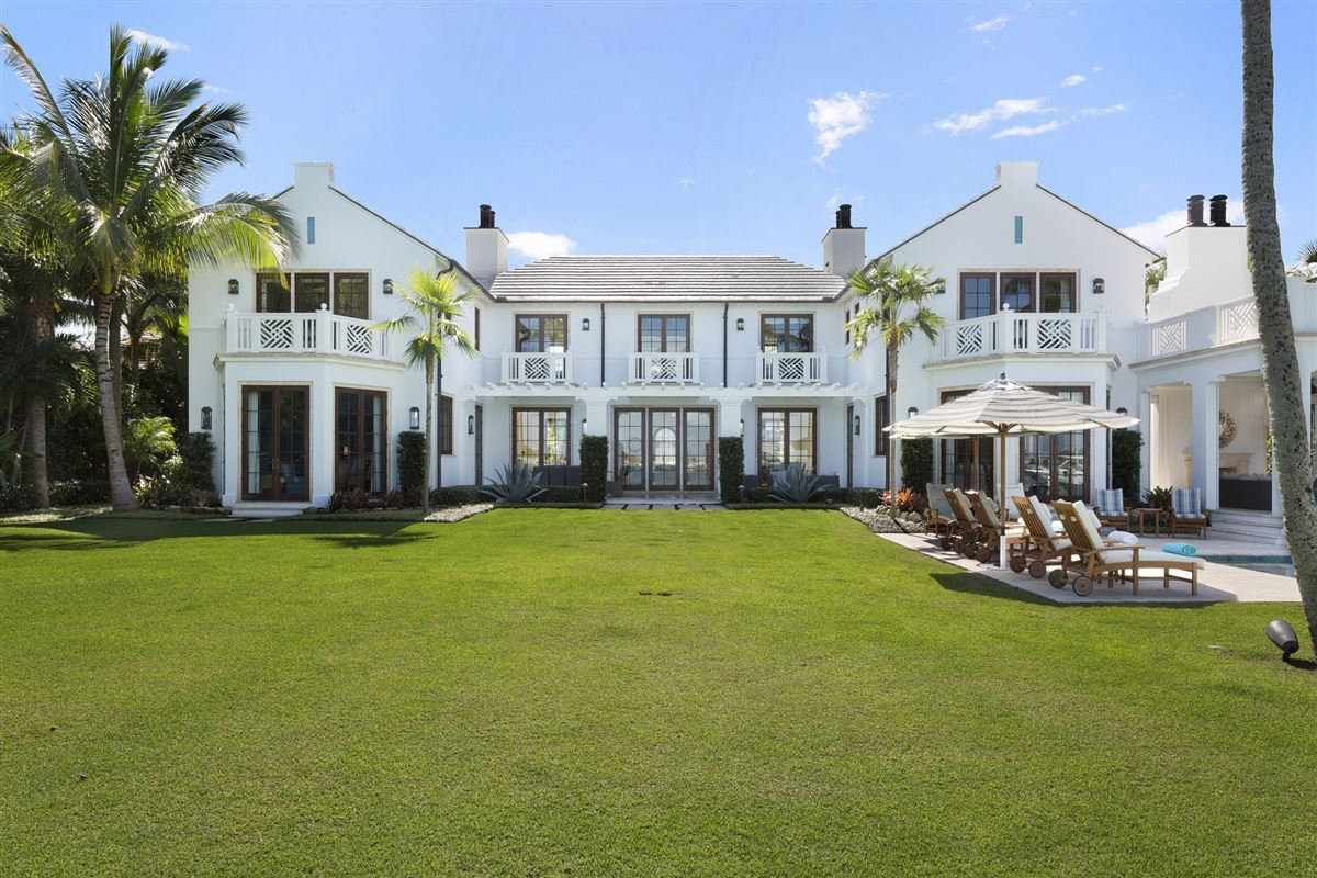 Luxury real estate idyllic north-end compound in palm beach