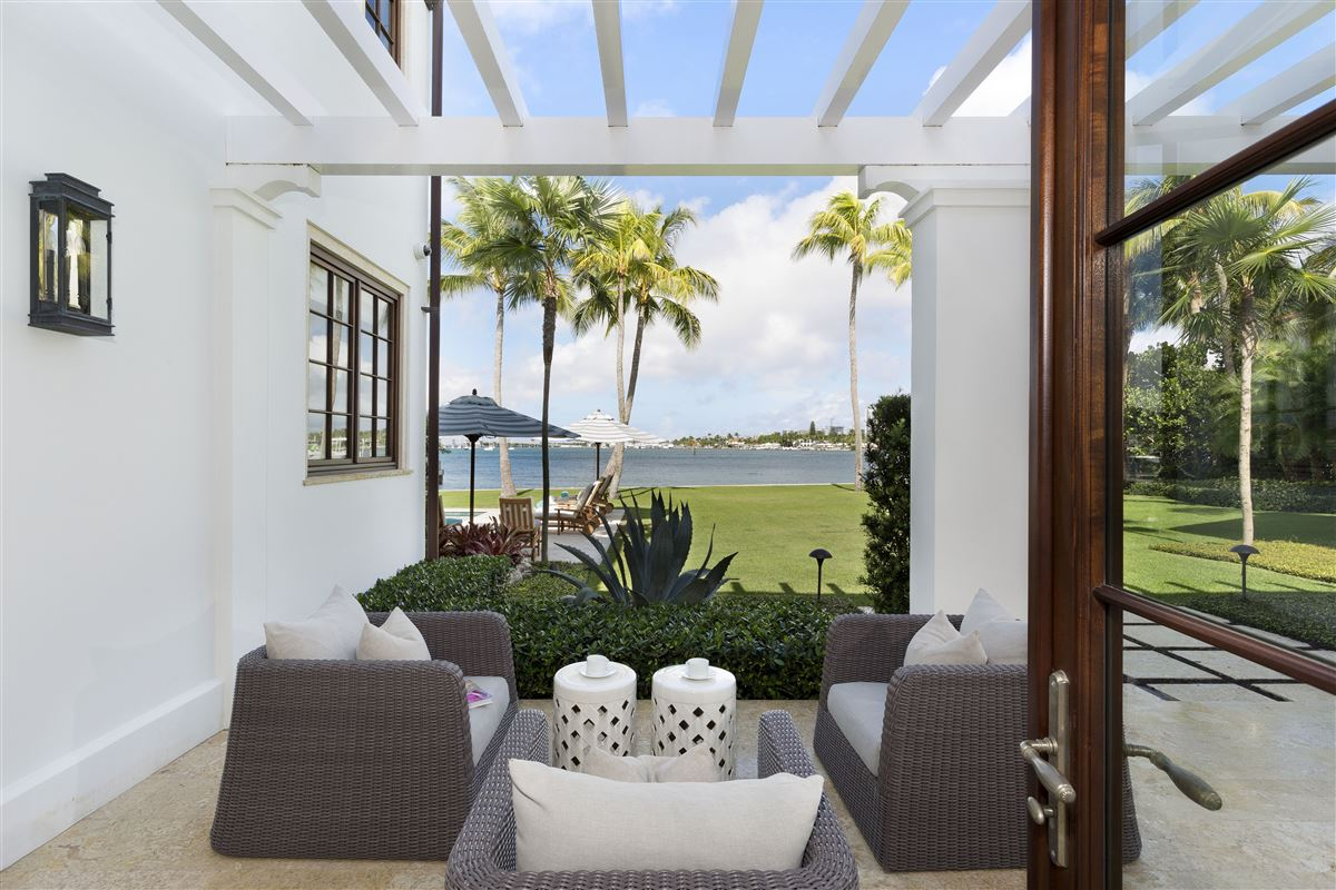 Mansions idyllic north-end compound in palm beach