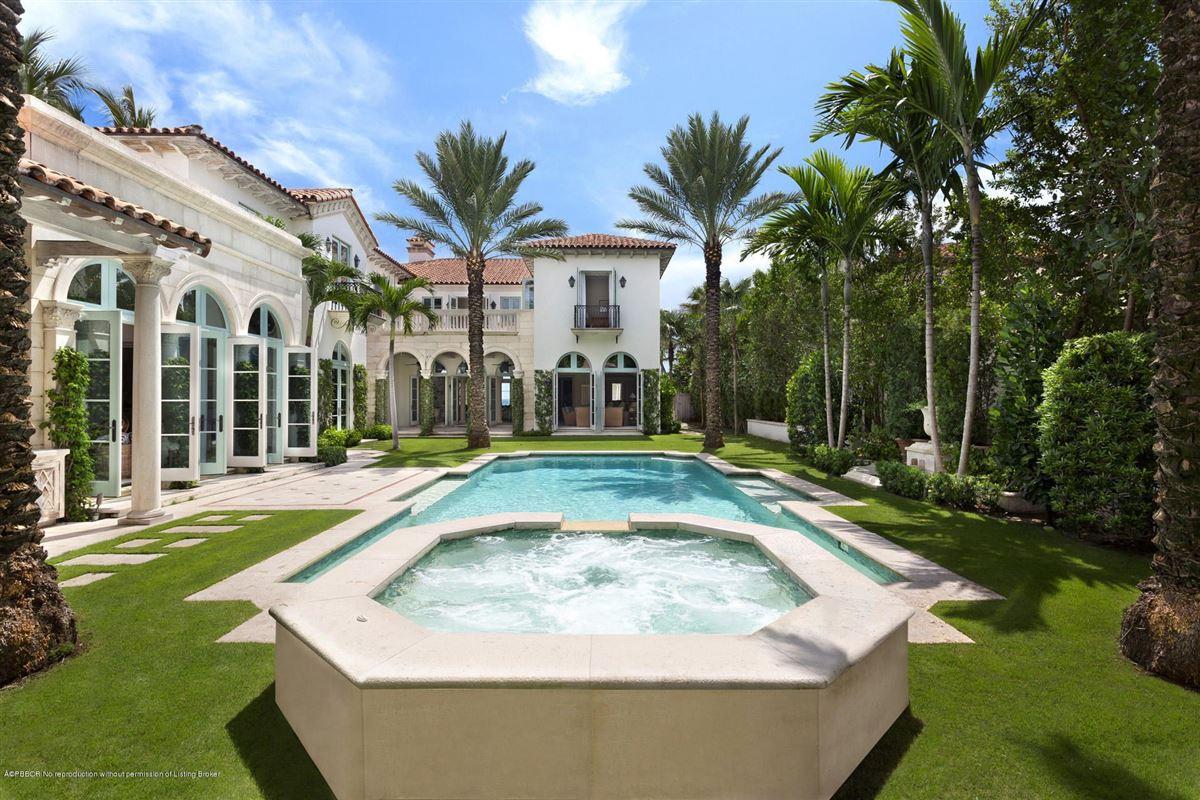 Mansions in Modern Seaside Mediterranean