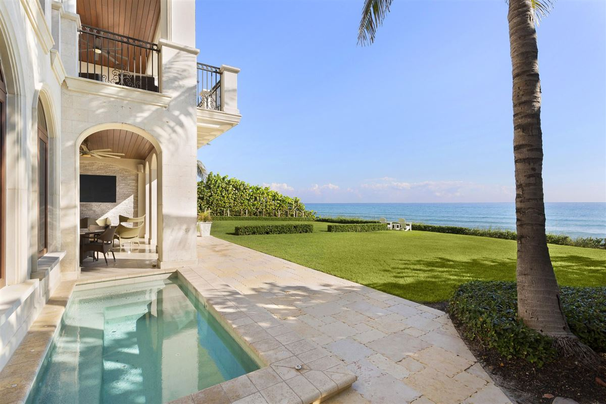 Luxury homes in direct oceanfront ultraluxury townhome