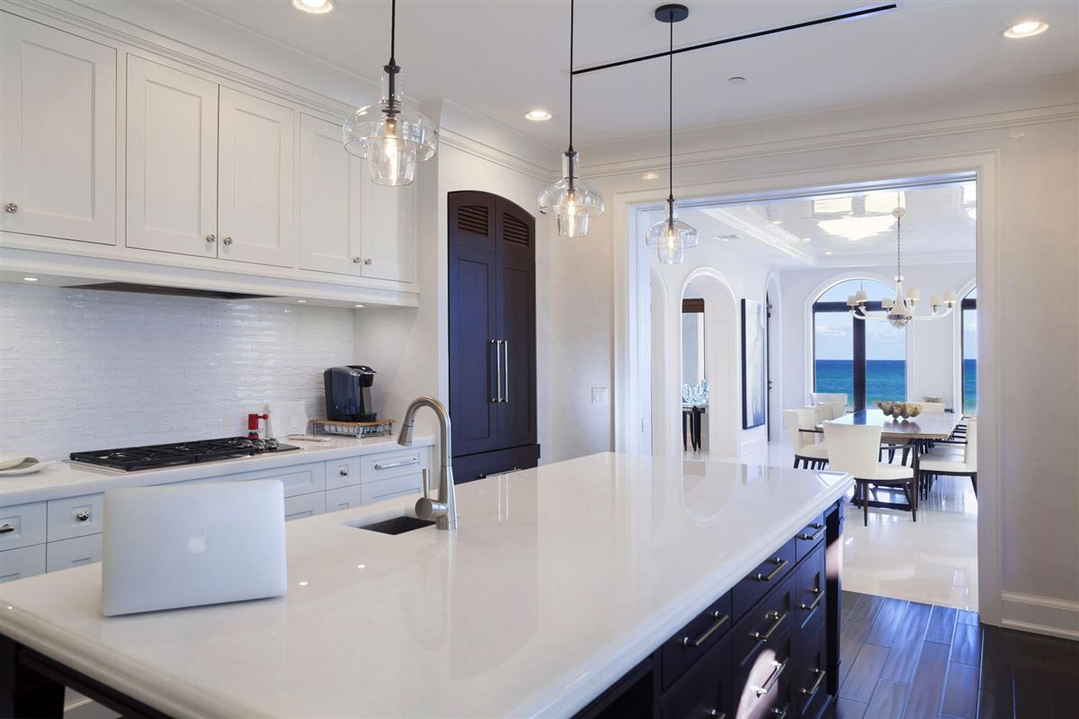 Mansions in direct oceanfront ultraluxury townhome
