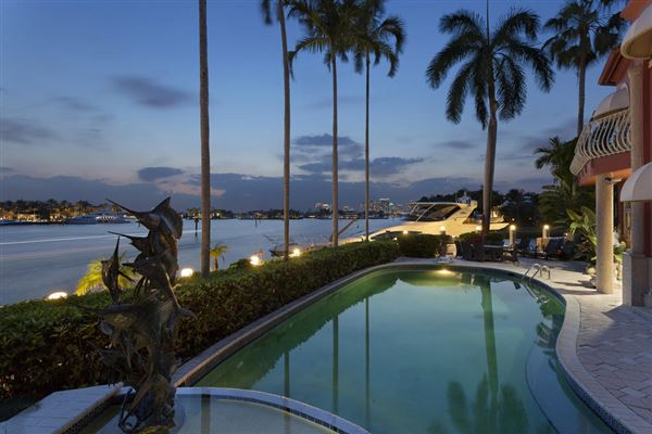 Luxury homes in prize trophy views
