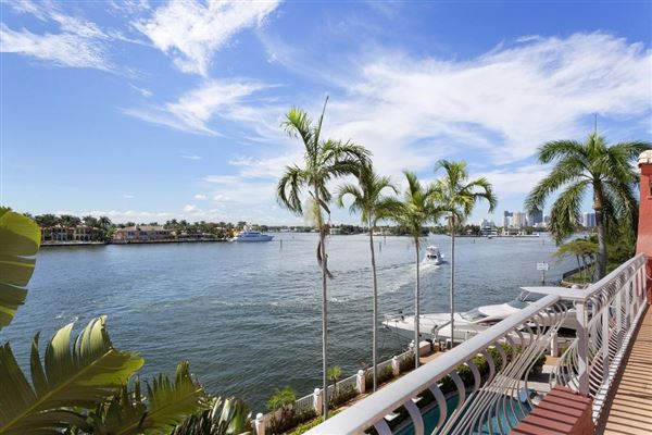 Luxury homes prize trophy views