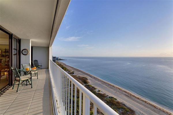 Mansions Spectacular high floor direct oceanfront at Stratford Arms