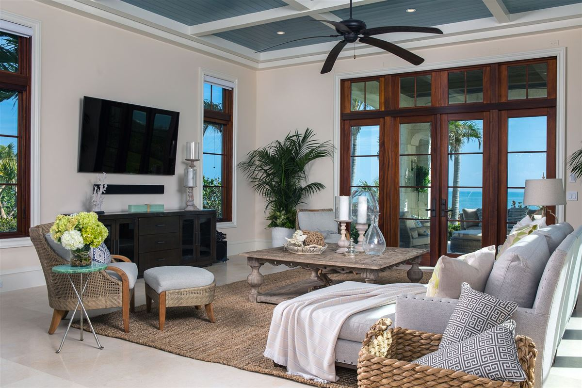Luxury homes New Oceanfront Residence in Vero Beach
