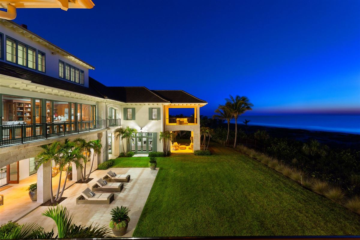 Luxury properties New Oceanfront Residence in Vero Beach