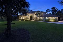 A Glamorous Estate  luxury properties