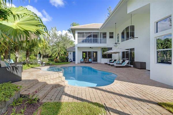 A Glamorous Estate  mansions