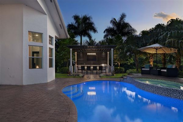 Luxury homes in A Glamorous Estate