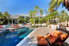 Luxury homes Newly remastered estate on a double lot