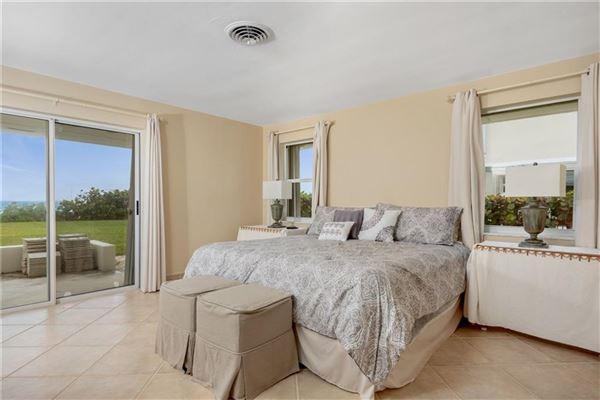 Luxury homes in cozy oceanfront bungalow