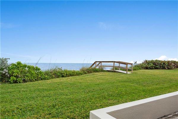cozy oceanfront bungalow luxury homes