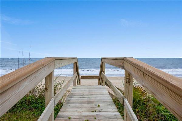 Luxury real estate cozy oceanfront bungalow