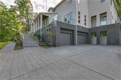 Splendid, custom built home luxury homes