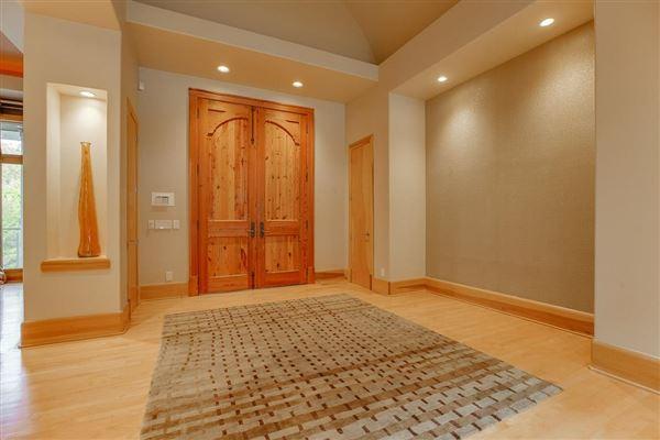 Luxury real estate Splendid, custom built home
