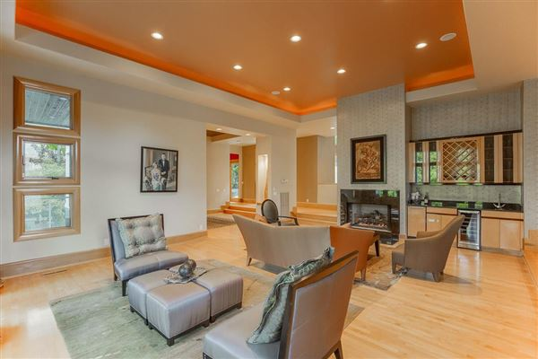 Splendid, custom built home luxury real estate
