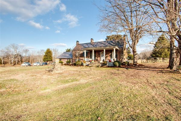 Luxury homes Rare 133-plus acre property