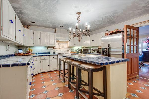 Mansions Rare 133-plus acre property