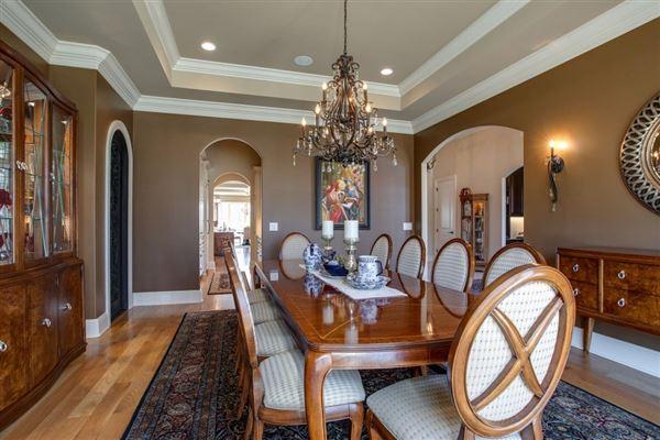 Smokey Mountain-esque manor plus guest house luxury real estate