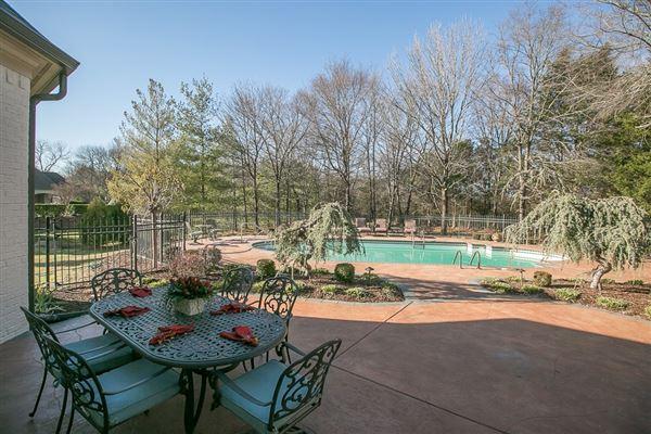 Luxury real estate beautiful Murfreesboro home