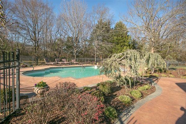 Luxury properties beautiful Murfreesboro home