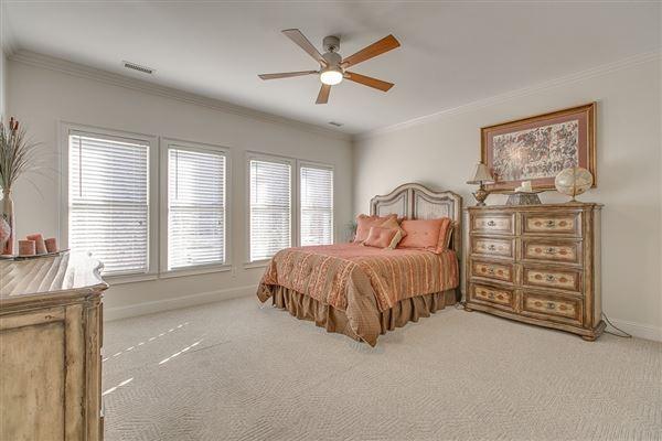Luxury homes in beautiful Murfreesboro home