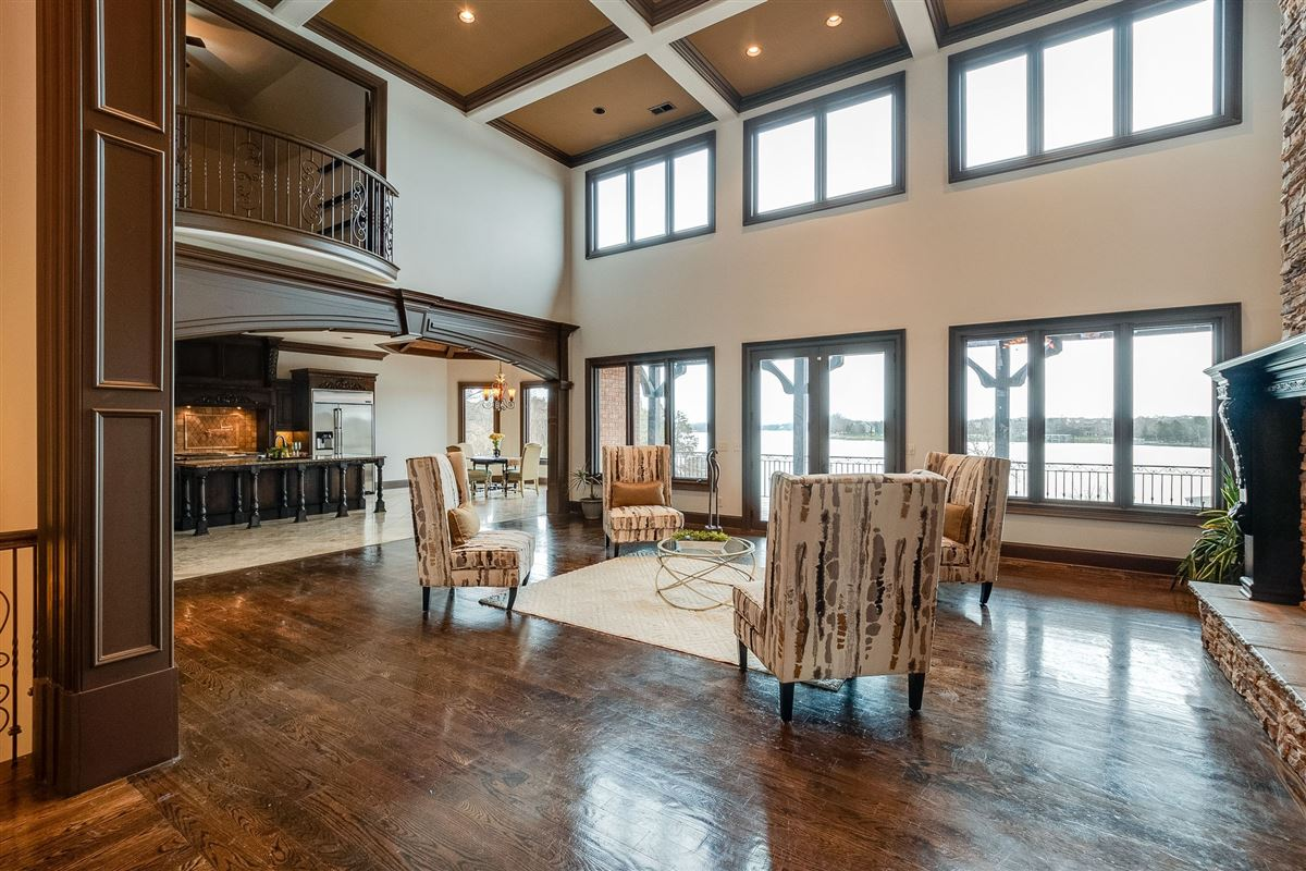 Luxury real estate four-season resort style property