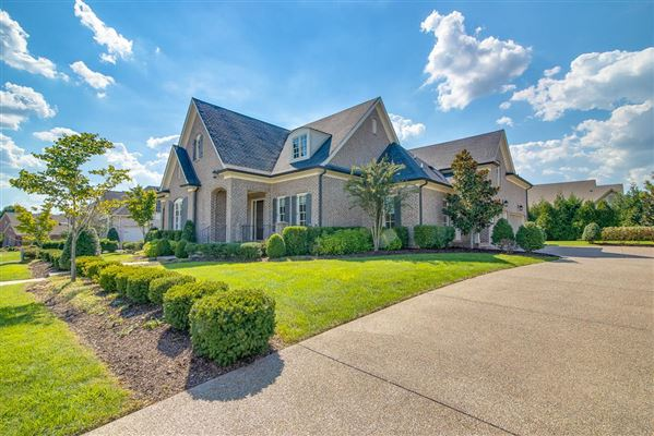 Mansions a Custom single level home in college grove