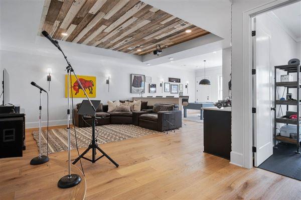 Luxury real estate luxurious modern farmhouse